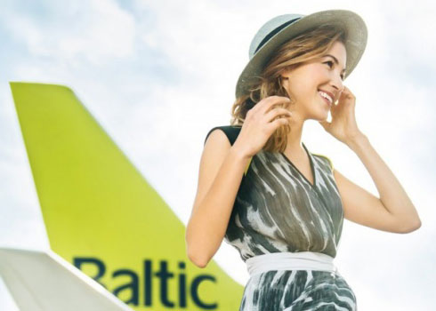 拉脱维亚航空公司推出美女空姐新年挂历